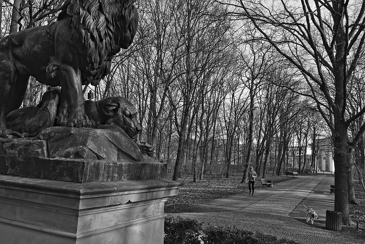 Monument of a couple of lions in the Tiergarten in Berlin, close to the Brandenburger Tor