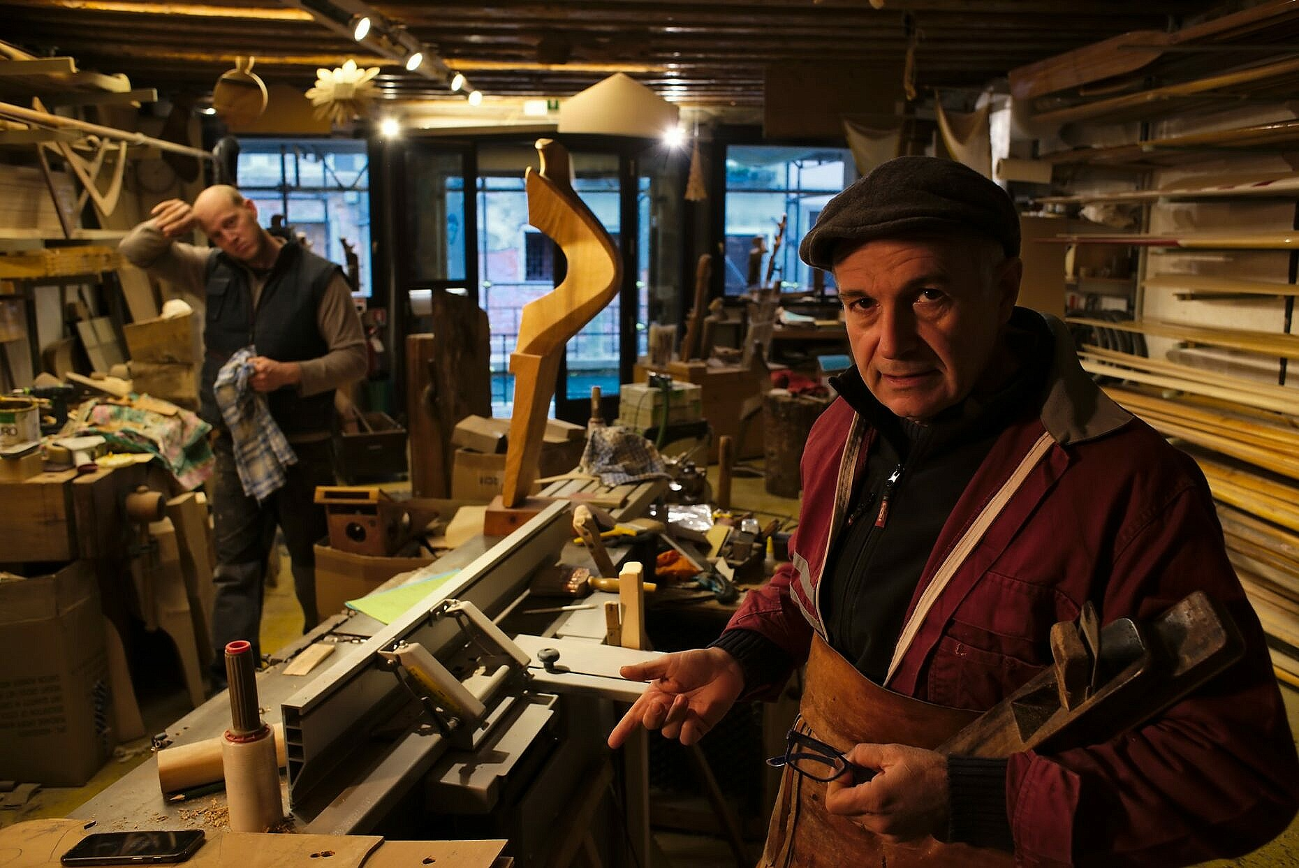 Oarmake (remer) Savario Pastor chatting in his workshop during a break.
